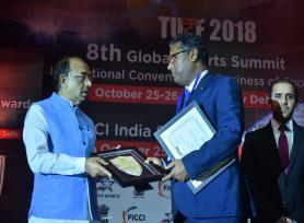 ADC (Acad) Sh. U.N. Khaware receives FICCI India Sports Award-2018 on behalf of Kendriya Vidyalaya Sangathan from Union Minister of State for Parliamentary Affairs Sh. Vijay Goyal. (25.10.2018)